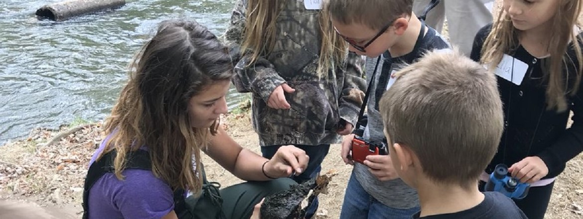 Academy Students taught First Graders science on the River.